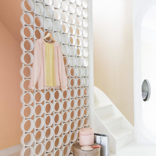 aprikos vägg vit trappa väggavdelare